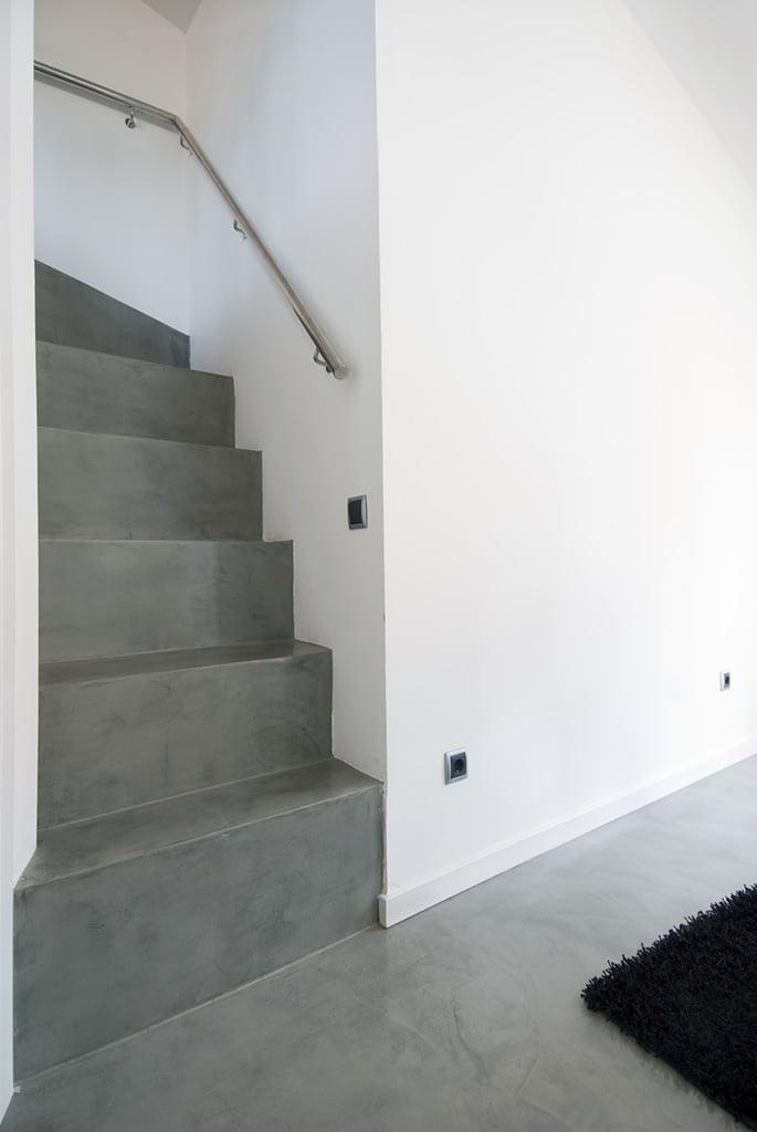 Microcemento en escaleras apartamento Playa D'Aro