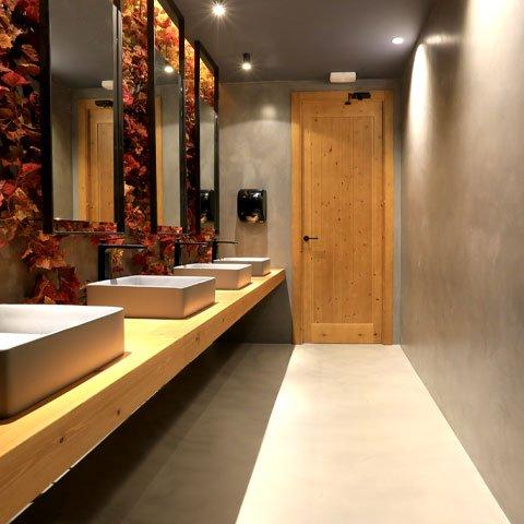 Microcemento en cuarto de baño de restaurante en Bergara, Guipuzcoa