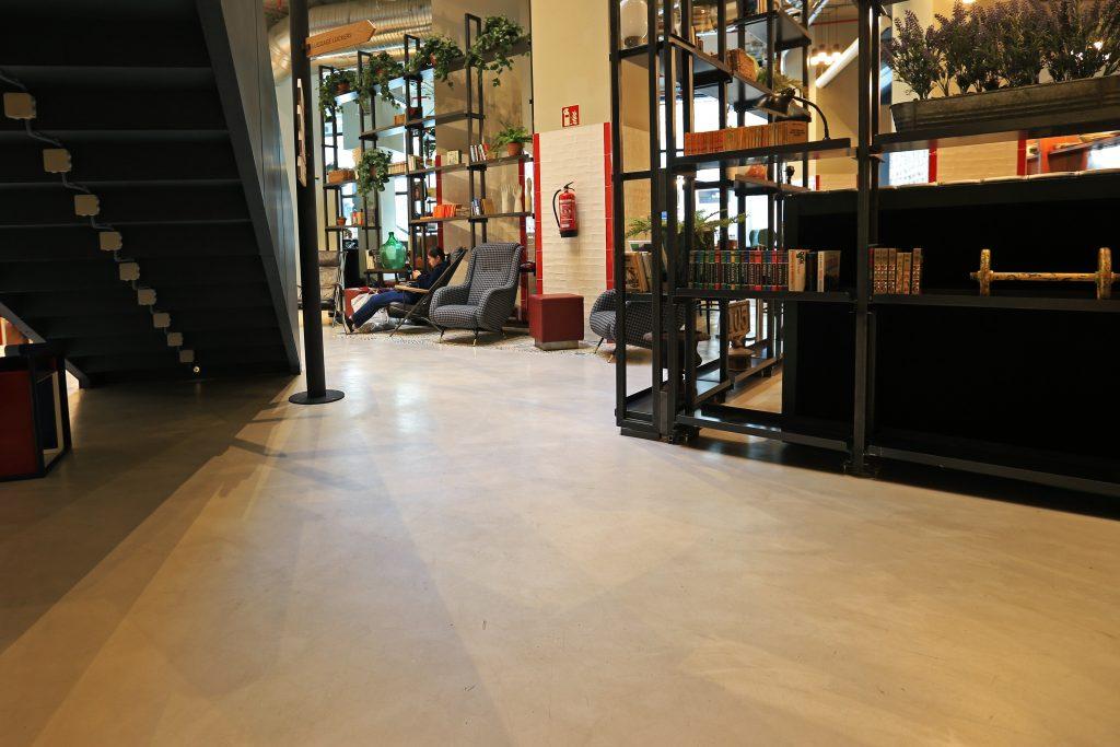 Microcemento en Hostel Generator de Madrid